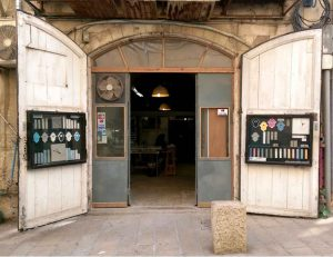 הכניסה לסטודיו סמנט