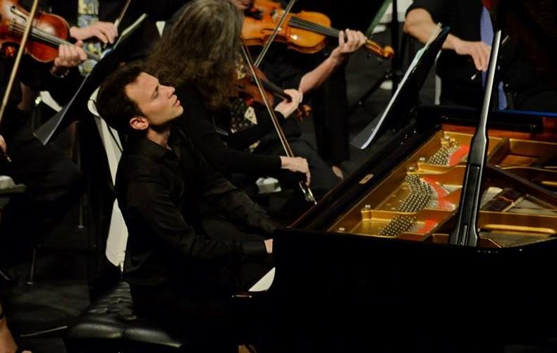 הפסנתרן הבינלאומי ויקטור סטניסלבסקי